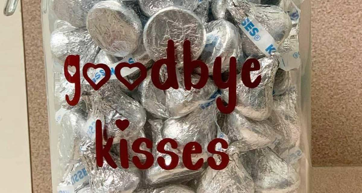 """Alabama animal hospital gives """"goodbye kisses"""" to dogs before they are put to sleep"""